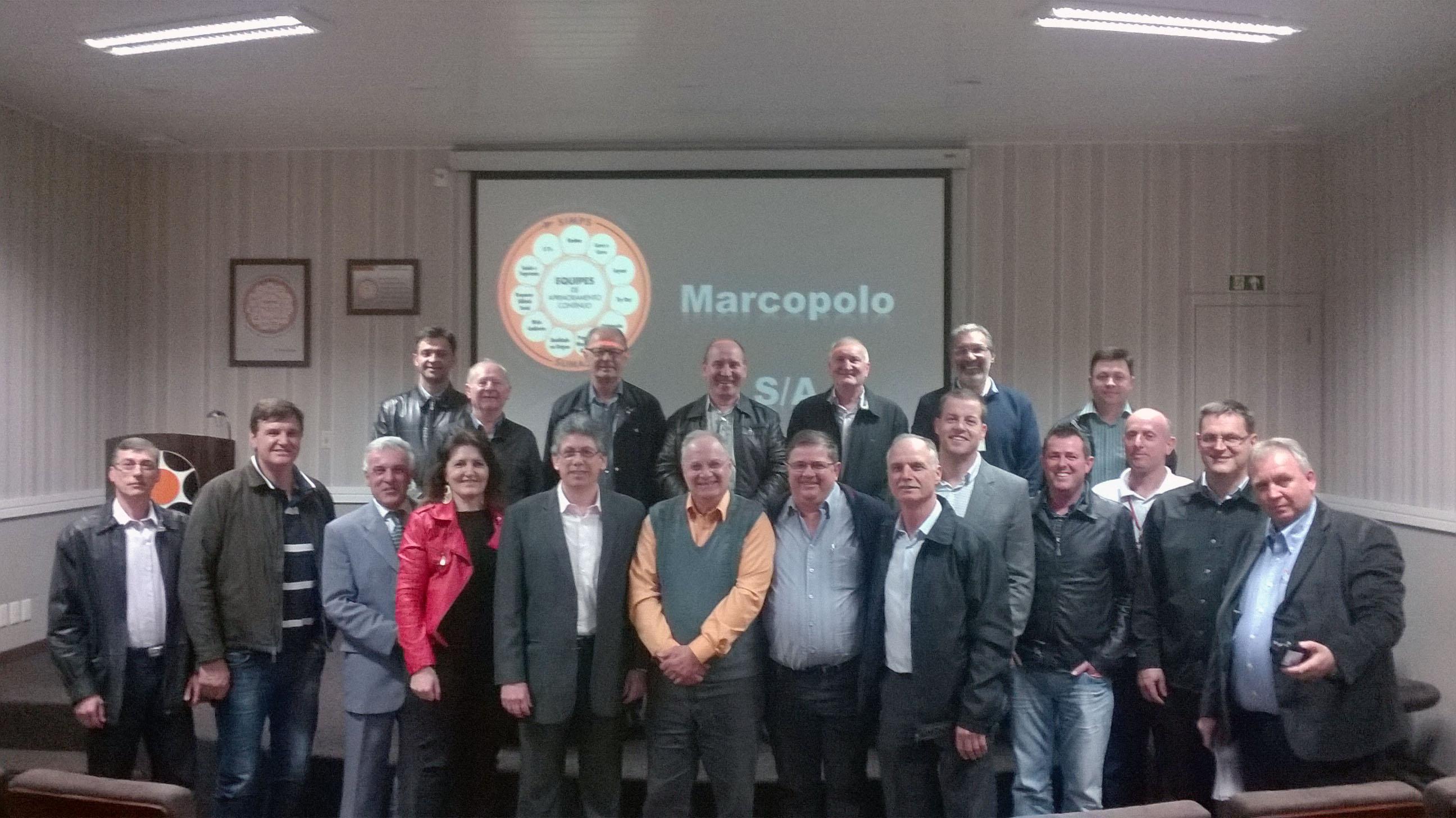 Comitiva de empresários encantadenses foram recebidos por diretores e funcionários da Marcopolo. Grupo conheceu todo o parque fabril da indústria de ônibus.