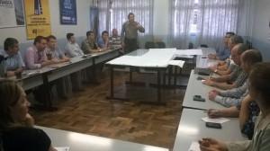 Na primeira reunião, em setembro, vice-prefeito José Calvi apresentou a rede de fibra óptica instalada no município